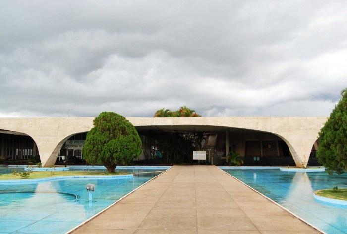 Escola Superior de Administração Fazendária – ESAF, acesso principal, Brasília DF<br />Foto Daniel Corsi