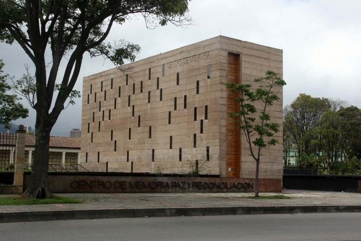 Centro de Memória, Paz y Reconciliación, vista do museu a partir da rua, Bogotá, Colômbia. Arquiteto Juan Pablo Ortiz<br />Foto Bruno Carvalho, ago. 2017