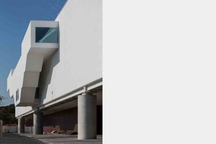 Museu Nacional dos Coches, escadas externas do pavilhão principal, Lisboa. Arquiteto Paulo Mendes da Rocha, MMBB arquitetos e Bak Gordon arquitetos<br />Foto Fernando Guerra  [FG+SG Architectural Photography]