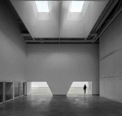 Museu Nacional dos Coches, acesso ao espaço expositivo do pavilhão principal, Lisboa. Arquiteto Paulo Mendes da Rocha, MMBB arquitetos e Bak Gordon arquitetos<br />Foto Fernando Guerra  [FG+SG Architectural Photography]