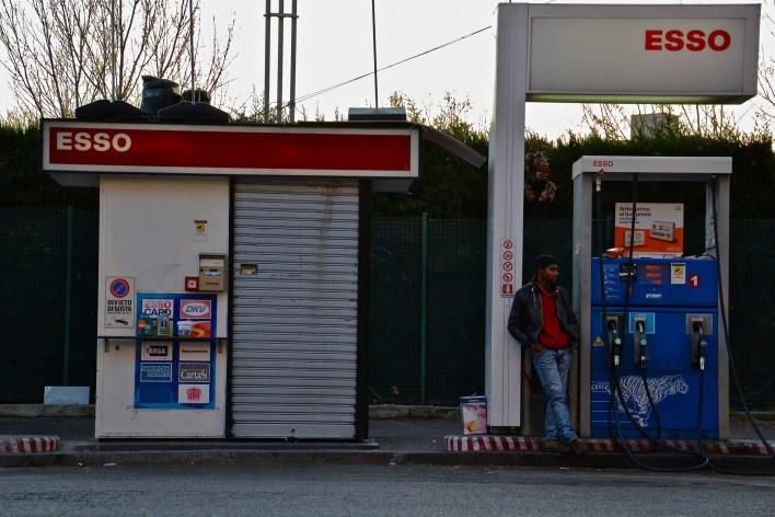 Contaminações, posto de abastecimento de combustível em trecho do centro urbano de Roma<br />Foto Fabio José Martins de Lima