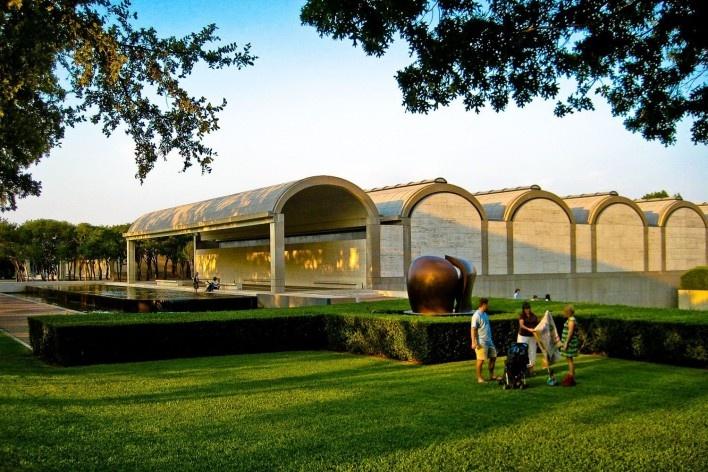 Museu de Arte Kimbell, Fort Worth, Texas, EUA, 1972. Arquiteto Louis I. Kahn<br />Foto Kevin Muncie/ Creative Commons