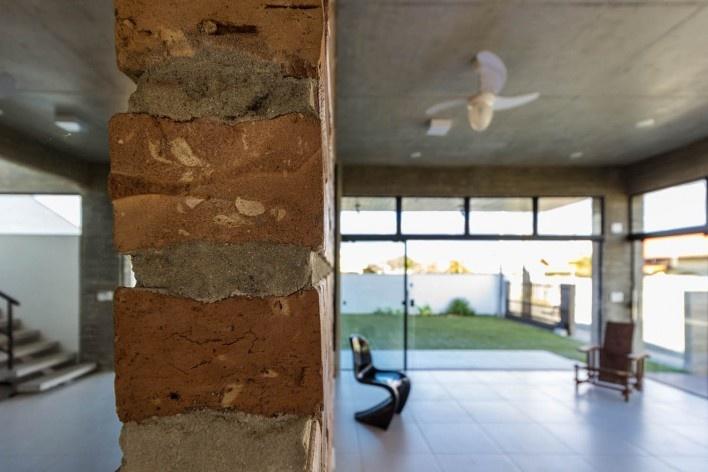 Casa D, Praia Alegre, Penha SC Brasil, 2014. Arquiteto Pablo José Vailatti / PJV Arquitetura<br />Foto Larry Sestrem