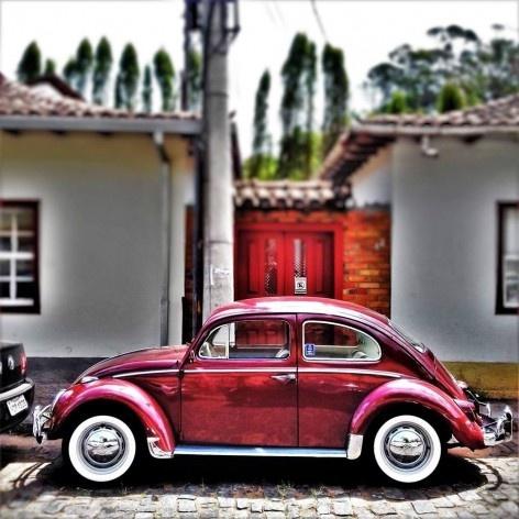 """Fusca vinho, série fotográfica """"Os fuscas ofuscam""""<br />Foto Fernando Mascaro"""