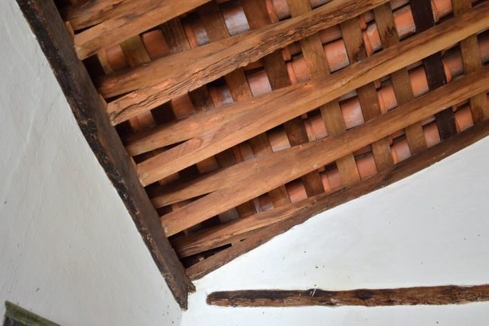 Capela de São João Batista, contra caibros, estrutura de telhado em caibro armado, extinto Arraial do Ferreiro, Goiás Velho GO, 2014<br />Foto Elio Moroni Filho
