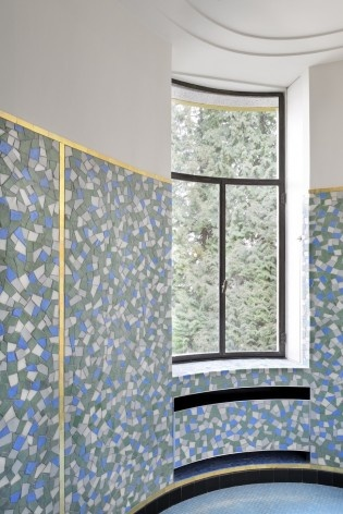 One of the bathrooms, covered with mosaics. This piece was fully restored<br />Foto Georges de Kinder  [Ma² - Metzger and Partners Architecture]