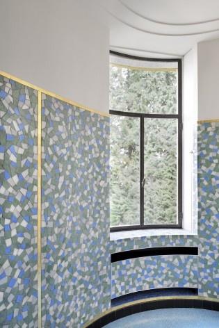 Uma das salas de banho, revestida de mosaicos. Esta peça foi restituida totalmente<br />Foto Georges de Kinder  [Ma² - Metzger and Partners Architecture]