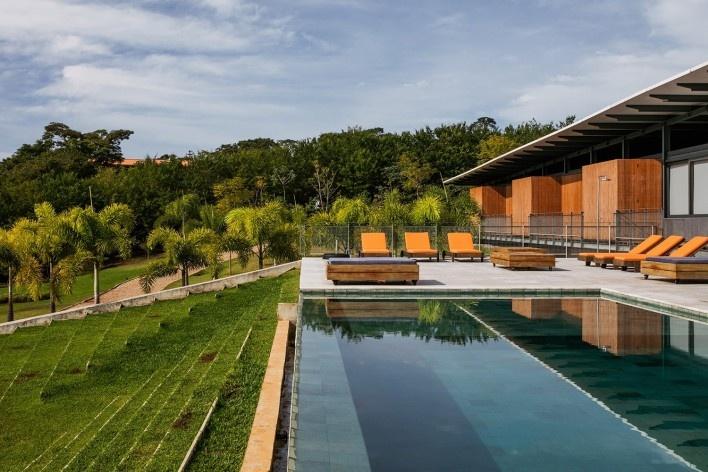 Residência Piracaia, Piracaia SP Brasil, 2012-2014. Arquitetos Lua Nitsche e Pedro Nitsche / Nitsche Arquitetos Associados<br />Foto Nelson Kon