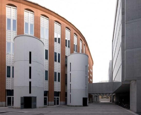 A nova Bocconi, Milão, Grafton Architects, projeto de 1999-2000, inauguração em 2008. A ligação com o conjunto projetado por Ignazio e Jacopo Gardella<br />Foto Lucas Corato