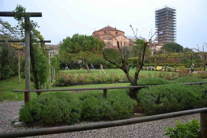 Conjunto da Basílica e jardins<br />Foto/photo Fabio Lima
