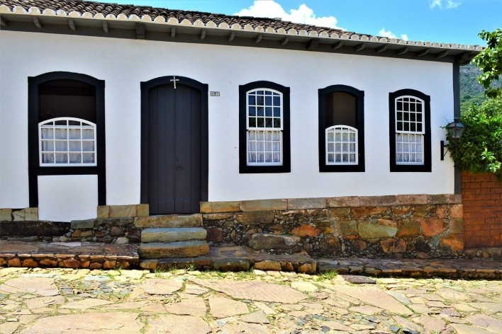 Casa com fundação e baldrame de pedra, Tiradentes MG, 2014<br />Foto Elio Moroni Filho