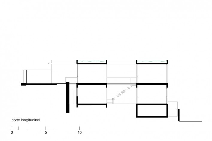 Casa da Lagoa, corte longitudinal, Florianópolis SC Brasil, 2019. Arquitetos Francisco Fanucci e Marcelo Ferraz / Brasil Arquitetura<br />Imagem divulgação  [Acervo Brasil Arquitetura]
