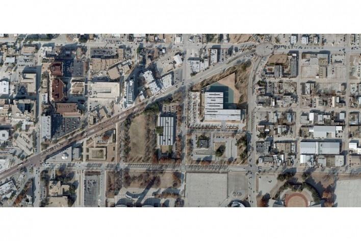 Museo de Arte Kimbell, vista aérea, Fort Worth, Texas, EUA, 1972. Arquitecto Louis I. Kahn<br />Foto divulgação/ Google Earth