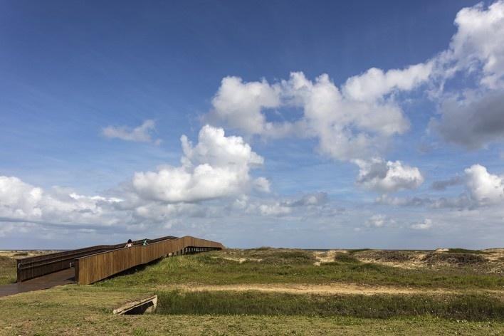 Requalificação urbana e ambiental da orla de Ilha Comprida, 2019. Arquitetos Marcos Boldarini e Lucas Nobre<br />Foto Leonardo Finotti