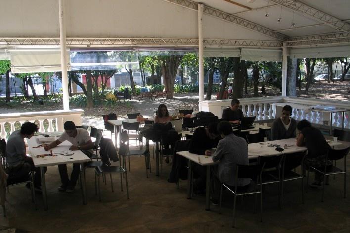 Oficina de desenho urbano MCB, equipe de trabalho, São Paulo, 2011<br />Foto Abilio Guerra