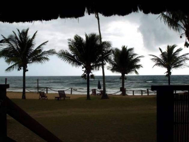 Vista da Praia numa manha chuvosa a partir da mesa do café<br />Foto Ricardo Eid Philipp