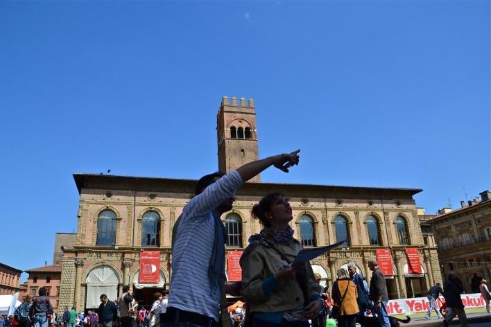Centro Histórico de Bolonha, turistas na Piazza Maggiore<br />Foto Fabio Jose Martins de Lima