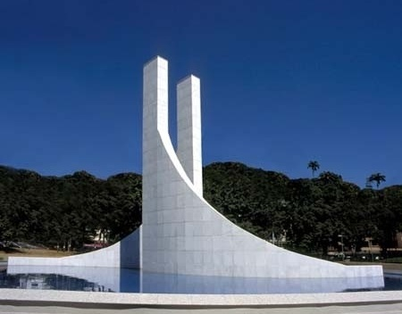 Memorial Getúlio Vargas. Vista diurna do monumento<br />Foto de Kadu Niemeyer
