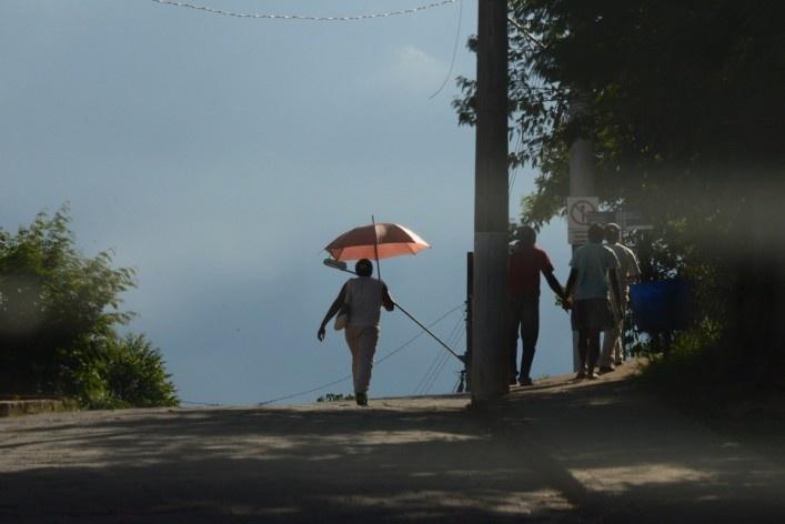 Pedestres no topo da ladeira<br />Foto/Photo Fabio Lima