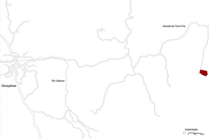 Casa em Gonçalves, implantação urbana, Gonçalves MG Brasil, 2012-2013. Arquiteto André Vainer / André Vainer Arquitetos<br />Imagem divulgação  [Acervo André Vainer Arquitetos]