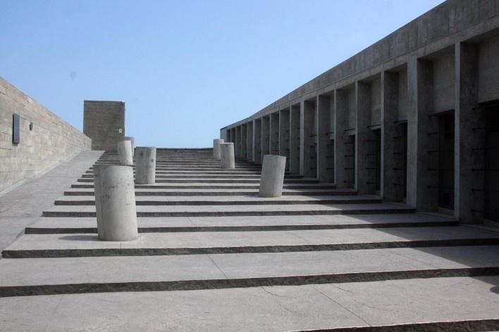 Lugar de la Memória, la Tolerância y la Inclusión Social, vista da saída do museu e dutos de iluminação, Lima, Perú. Arquitetos Barclay & Crousse<br />Foto Bruno Carvalho, abr. 2017