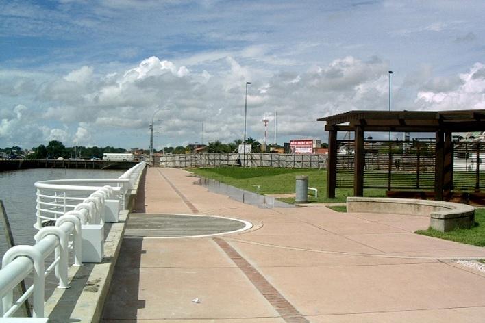 <br />Parque do forte, passeio junto ao rio  [Foto Rosa Kliass]