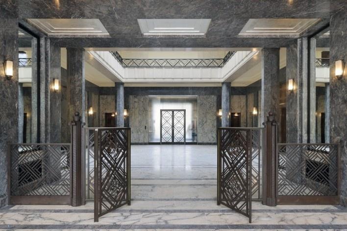 Vista da sala de honra para o salão central (ver nota 4)<br />Foto Georges de Kinder  [Ma² - Metzger and Partners Architecture]