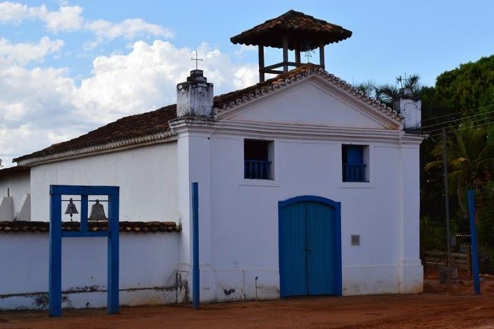 Capela de Nossa Senhora do Rosário, sineira em estrutura autônoma de madeira, Arraial da Barra, Goiás Velho GO, 2014<br />Foto Elio Moroni Filho