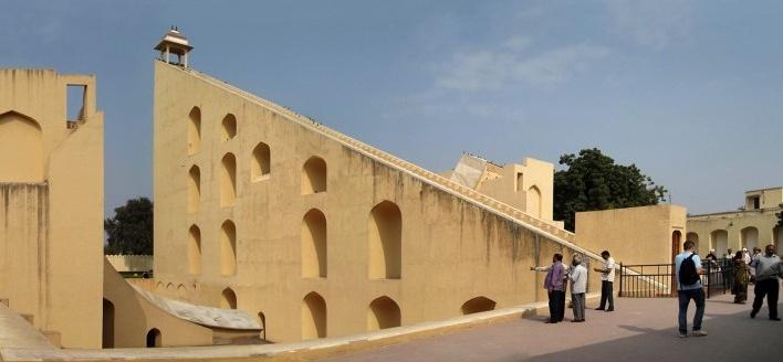 Jantar Mantar, complexo de observatórios astronômicos, Jaipur, Índia<br />Fotomontagem Victor Hugo Mori, 2010