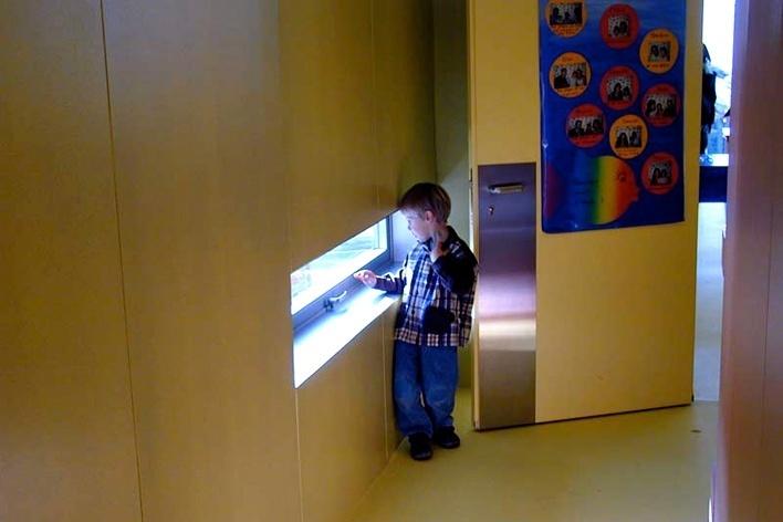ardim de infância de Sous-Mont, Prilly, Suíça. Fournier-Maccagnam Arquitetos, 2003-2004<br />Foto Butikofer & de Oliveira Arquitetos