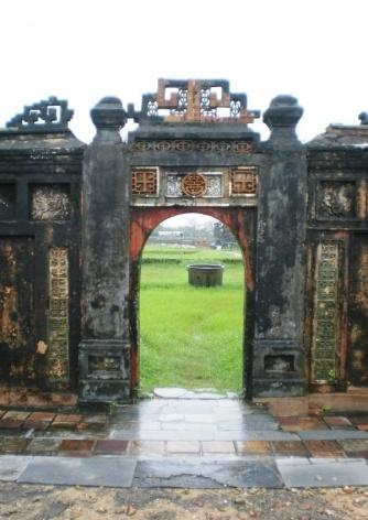 Entrada ao recinto imperial em Hue<br />Foto Lucia Maria Borges de Oliveira
