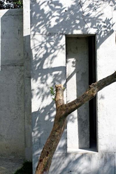 Detalhe da fachada sul<br />Foto Léo Azevedo