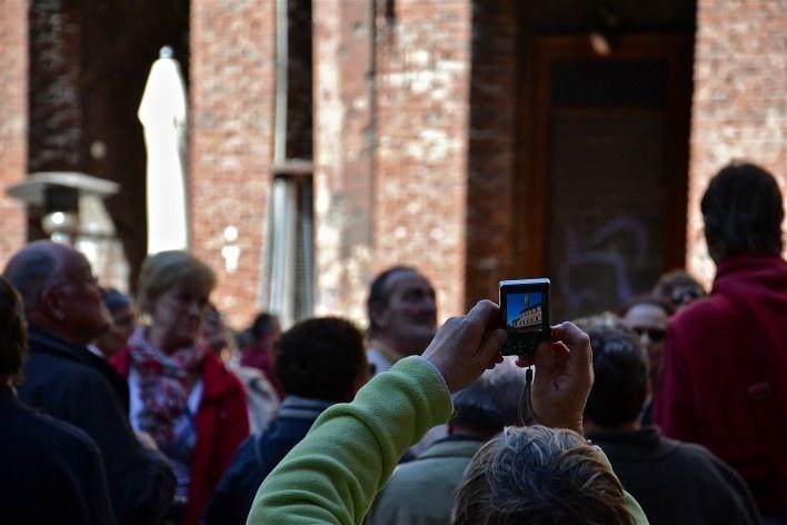 Centro Histórico de Bolonha, grupo de turistas<br />Foto Fabio Jose Martins de Lima