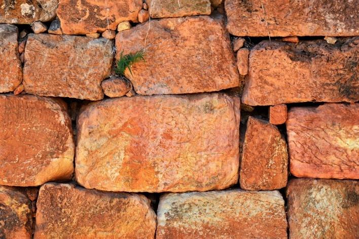 """Detalhe do muro de """"moledo"""", Tiradentes MG, 2014<br />Foto Elio Moroni Filho"""