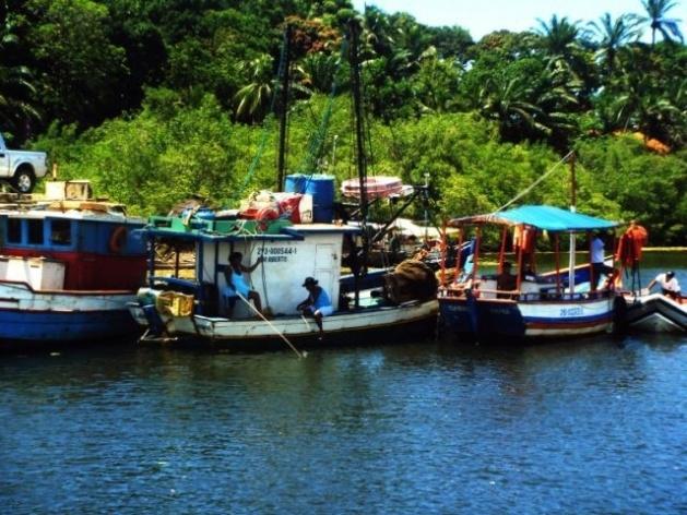 Pescadores na travessia de Balsa Itacaré-Maraú<br />Foto Ricardo Eid Philipp