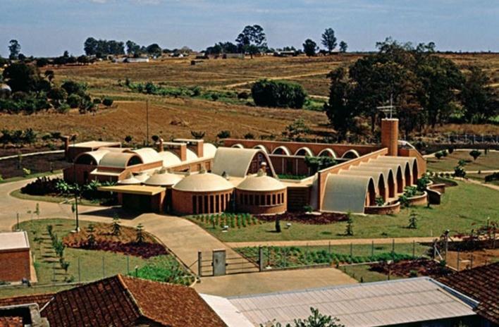 Residência dos Padres Claretianos, Batatais SP Brasil, 1984. Arquitetos Affonso Risi e José Mario Nogueira<br />Foto José Carlos Fioretto, 1985