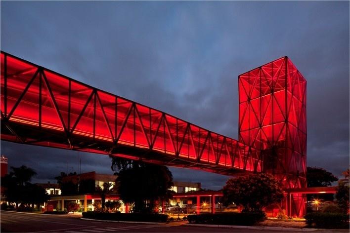 Torre e passarela 1<br />Foto Leonardo Finotti