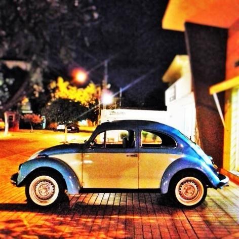 "Fusca bicolor III, série fotográfica ""Os fuscas ofuscam""<br />Foto Fernando Mascaro"