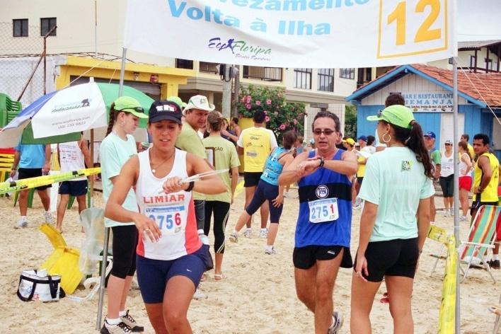 Carlos Miller, nº 275/1 chegando à Praia dos Ingleses na Corrida de Revezamento Volta a Ilha, em Florianópolis