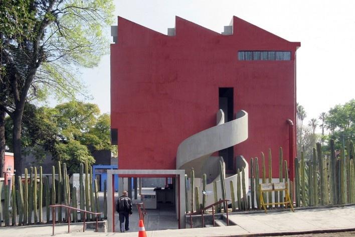 Casa-estúdio de Diego Rivera, acesso lateral, 1931. Arquiteto Juan O'Gorman<br />Foto Victor Hugo Mori