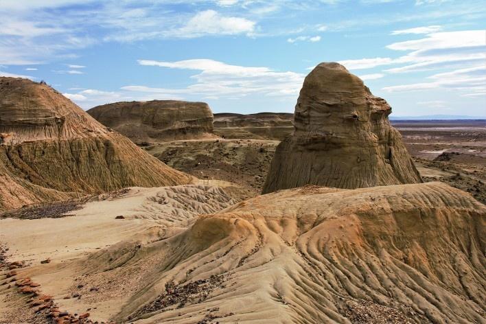 Mais erosão, mais subsolo, mais aridez. Bosque Petrificado, Sarmiento, Estado de Chubut, Argentina<br />Foto Diana Souza