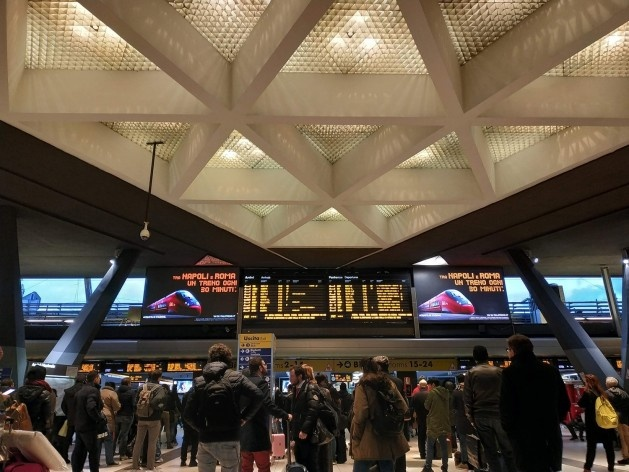 Stazione di Napoli Centrale (Estação Central de Nápoles), Nápoles, Itália<br />Foto Carina Mendes dos Santos Melo, 2018
