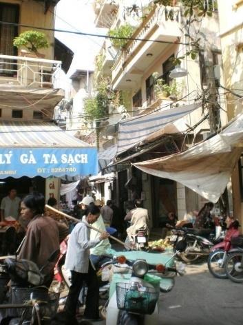 Hanói, esquina no Old Quartier <br />Foto Lucia Maria Borges de Oliveira