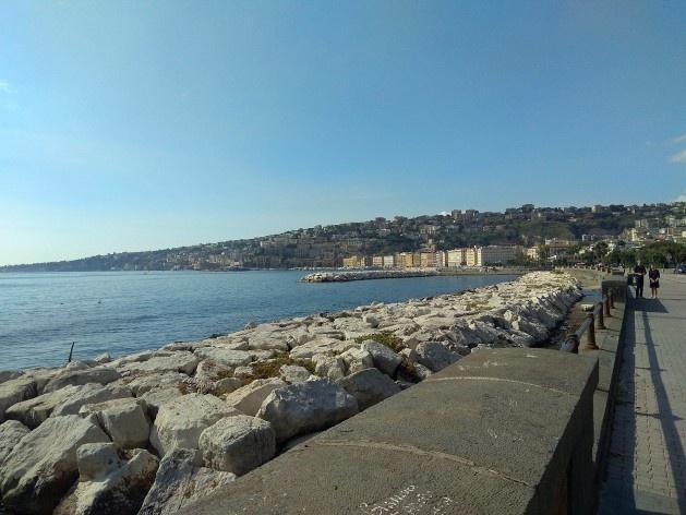 Lungomare, vista para o Posillipo, Nápoles, Itália<br />Foto Carina Mendes dos Santos Melo, 2018