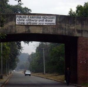 Ponte próxima ao capitólio em Chandigarh<br />Foto de Denise Teixeira e Luís Barbieri