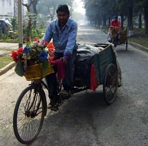 Triciclos, comum nas cidades indianas<br />Foto de Denise Teixeira e Luís Barbieri