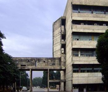 Edifício original<br />Foto de Denise Teixeira e Luís Barbieri
