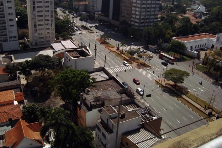 Oficina de desenho urbano MCB, casario baixo diante do museu: oportunidade de intervenção, São Paulo, 2011<br />Foto Camila Dias e Gustavo Mascarenhas