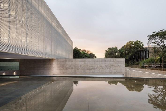 Nova sede da Confederação Nacional de Municípios – CNM, Brasília DF, 2016. Arquitetos Luís Eduardo Loiola e Maria Cristina Motta / Mira Arquitetos<br />Foto Leonardo Finotti