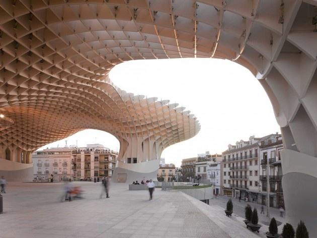 Metropol Parasol, cobertura sobre a Plaza de La Encarnación, Sevilha. J. Mayer H. Architects, 2004<br />Foto David Franck